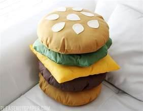 note diy stackable burger pillow