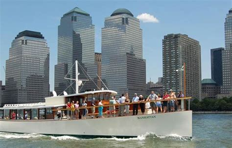 luxury boat cruise nyc choosing the best nyc harbor cruise or boat tour for your