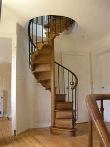 escalier colimacon bois escalier colima 231 on ancien la brocante de balines