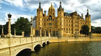 Schwerin Mecklenburg Vorpommern Alemania Landtag Schwerin Castle Fondo ... Bridge