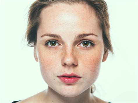 best makeup for rosacea sufferers these powerful yet gentle makeup products can hide your