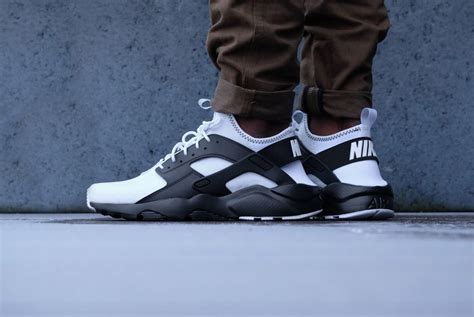Nike Huarache Black White Bnib 100 2 nike air huarache run ultra se white black black platinum 875841 100