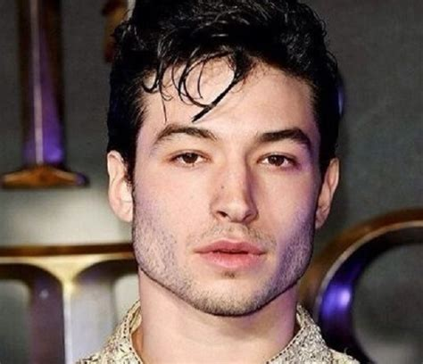 ezra miller biografi ezra miller height age girlfriend family biography