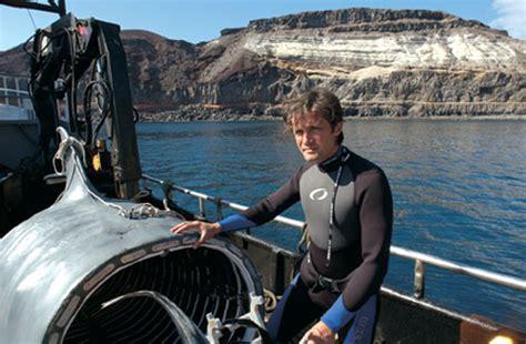 submarine shark attacks woman shark submarine gallery ebaum s world