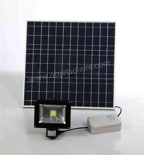 eclairage solaire led projecteur solaire puissant 20 w led 2000 lumens zs 20