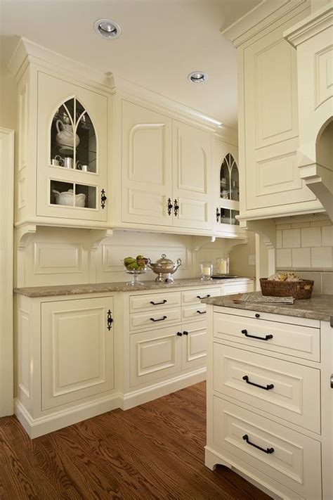 kitchen cabinets cream color best 25 cream colored cabinets ideas on pinterest