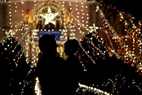 a guide to the most beautiful christmas lights in los