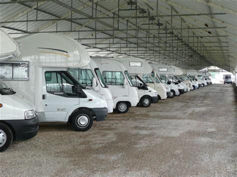 hangar pour caravane parking caravane dans l essonne 91 parking couvert ou