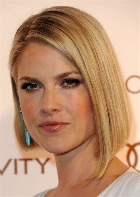 short angled bobs that can be wore straight or curly ali larter haircut short straight angled bob haircut for