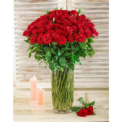 Roses In Glass Vase by Roses In A Glass Vase South Africa Inmotion Flowers