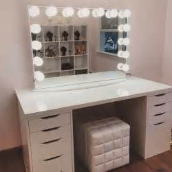 Makeup Desk With Mirror And Lights Voiceofhair Stylists Styles Voiceofhair Stylist Feature