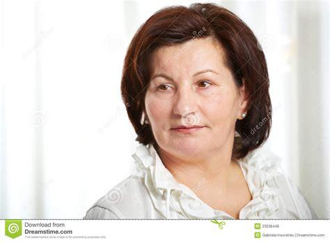 images of 50 year old women with mahogany hair color femme d affaires de 50 ans photos libres de droits image