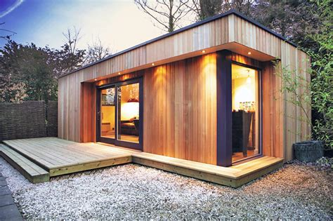 Westbury Garden Room by Westbury Garden Rooms Creates Green Roofed Backyard