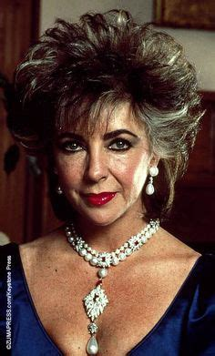elizabeth taylor biography in spanish taylor s famous diamond ring bought for her by richard