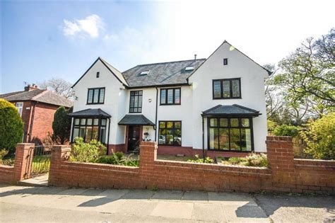 4 bedroom detached house for sale in sharples avenue
