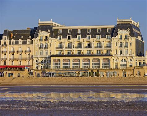 Le Grand Hotel Cabourg   Mgallery Collection à Cabourg comparé dans 4 agences