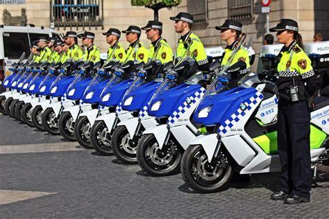 Warndreieck F R Motorrad In Italien by Bmw Motorrad 15 C Evolution F 252 R Polizei Auf Sardinien