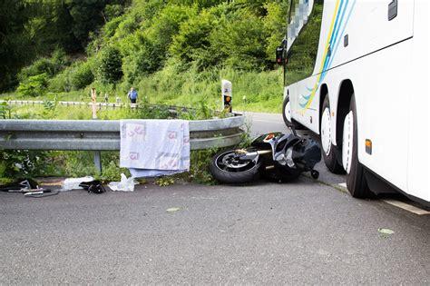 Motorrad Shop Wiesbaden kollision zwischen einem reisebus und einem motorrad auf