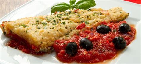 fiori di merluzzo in padella ricetta filetti di merluzzo con olive nere e pomodoro