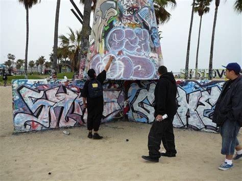 experiencing los angeles tagging  venice beach