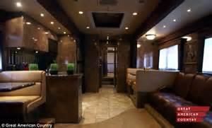 Room In Room Trailer Inside Brad Pitt S 1million Trailer Daily Mail