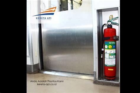 Alat Pemadam Api Kereta Satu Harapan Simulasi Evakuasi Keadaan Darurat Kereta Api