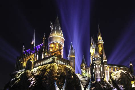 nighttime lights at hogwarts check out the nighttime lights at hogwarts castle brite