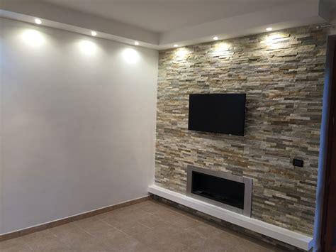 illuminazione parete foto parete in pietra mista con illuminazione a led su