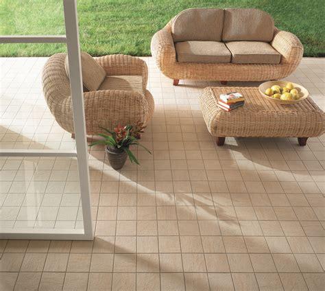 piastrelle a basso costo pavimenti esterni pavimenti in pvc per esterni resistenza