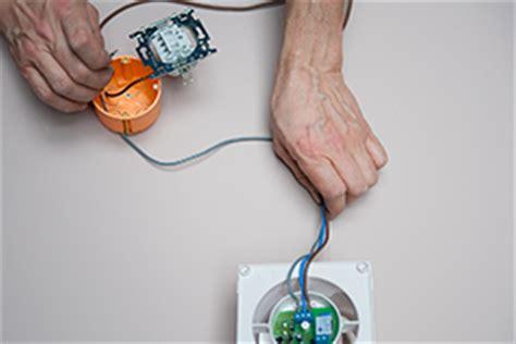 Comment Brancher Un Extracteur De Salle De Bain by Electricit 233 Raccorder Un Extracteur De Salle De Bains