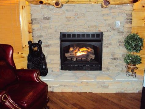 Smoky Cove Chalet And Cabin Rentals by One Of 3 Fireplaces Picture Of Smoky Cove Chalet And