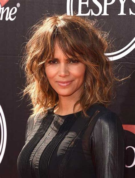 feathered hairstyles for halle berry 10 best halle berry bob haircuts bob hairstyles 2017