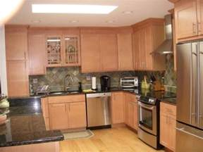what granite looks best with oak cabinets black