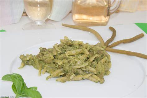 cucina genovese ricette come preparare le trofie al pesto genovese ricette di cucina