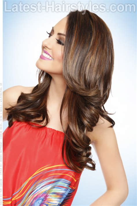 hairstyles that show off highlights brown haircolor with balayage highlights side medium to