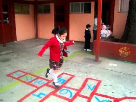 imagenes de niños jugando bebeleche jugando avioncito youtube