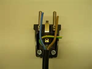 le mit stecker schuko stecker anschliessen reparieren elektricks