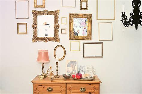 pareti con cornici come decorare le pareti con le cornici vuote la figurina