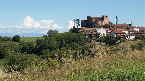 castelli in tavola monferrato 1050 di storia per una terra di borghi e