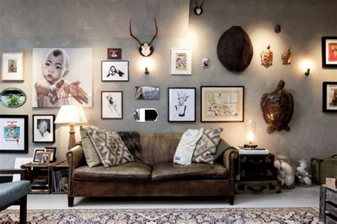 Home And Decoration salon style industriel avec un mur de cadres