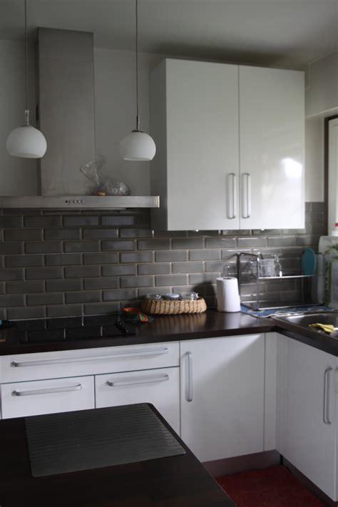 carrelage cuisine gris quelles couleurs aux murs pour une cuisine blanche