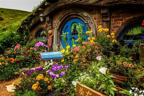 hobbit house new zealand let s travel the world hobbiton new zealand