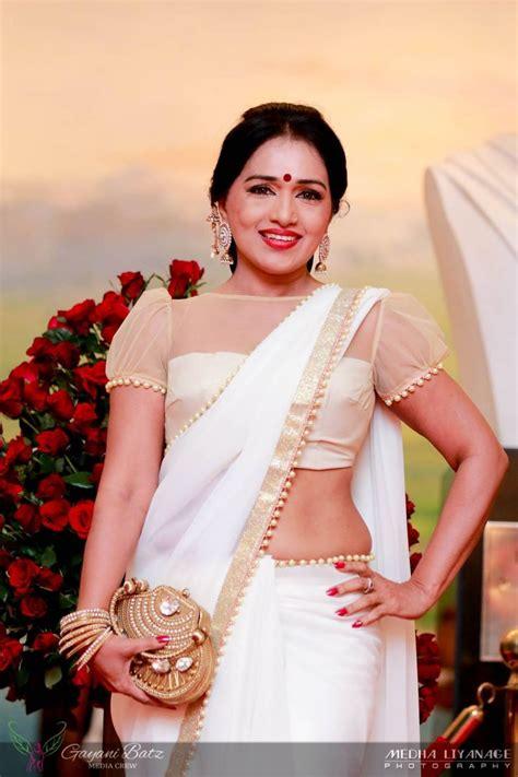 bollywood actross in sri lankan style saree nilmini thennakoon sri lankan actress saree b s