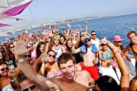 fiesta en barco beautiful people ibiza turismo ibiza - Catamaran Ibiza Fiesta Barco
