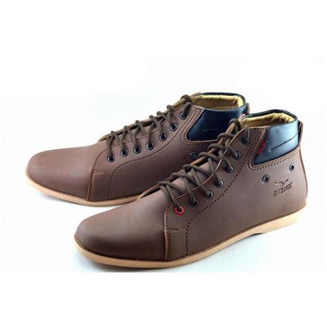 Sepatu Sneakers Gratis Sandal Redknot Pria Cowok Coklat Original As 20 redknot luz free sandal 3 warna sepatu pria elevenia