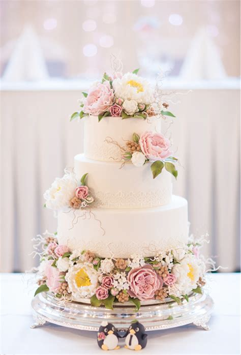 Flower Garden Cake Ideas Wedding Let Them Eat Cake Wedding Cherryblossoms And Faeriewings
