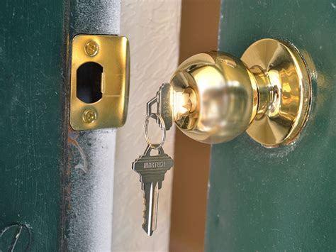 How To Replace A Front Door Knob by How To Replace A Door Knob Diy With Pictures