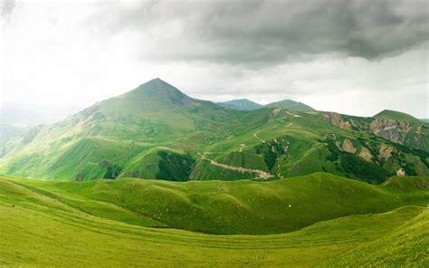imagenes montañas verdes gris nubes y monta 241 as verdes fondos de pantalla gris