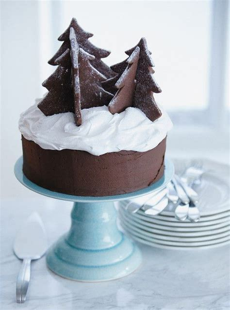 easy classy christmas tree from fondant chocolate cake like the way they docorate simple could use my chocolate cake
