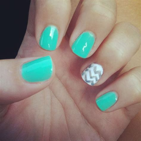 chevron pattern nails nails with chevron design makeup and hair pinterest